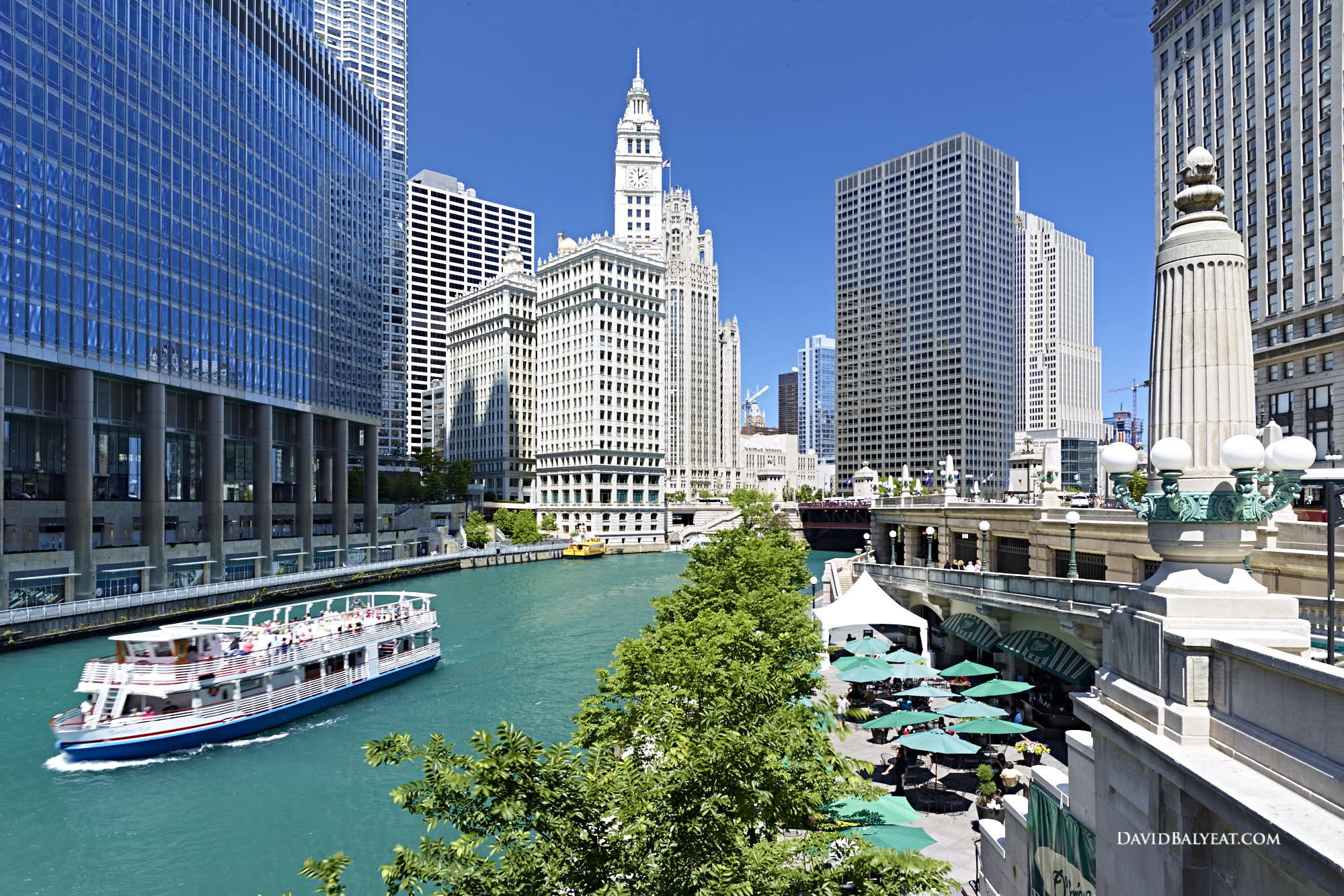 Chicago riverwalk ferry boat and patio diners high-definition HD professional landscape photography